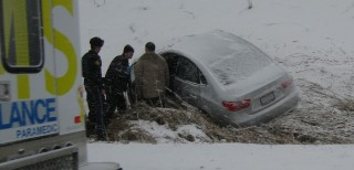 Car_into_ditch_bad_winter_weather_hwy_404_south_near_stouffville_rd_Jan08